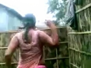 Indian Aunty&amp;amp;#039;s HUGE Boobs Show while bathing